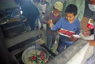 ☆収穫の秋!合同芋煮会を行いました〜畑の楽耕&子育て支援サポートくらぶ :画像