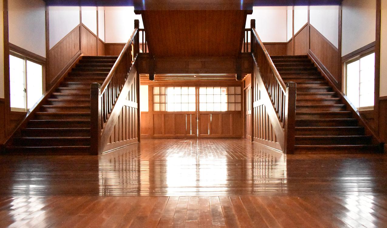 旧長井小学校第一校舎 大階段